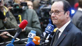 François Hollande devant la presse à son arrivée assiste au sommet européen à Bruxelles,le 15 décembre 2016 (THIERRY ROGE / BELGA MAG / AFP)