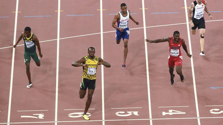 Bolt loin devant Gatlin (ANTONIN THUILLIER / AFP)