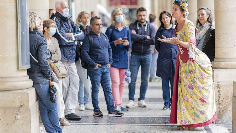 """Gabrielle Arnault-Lazard a lancé depuis le mois de mai son entreprise de visites guidées insolites baptisée les """"Potins de Paris"""". (LUDO SEGERS)"""