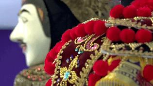 """""""Du Nô à Mata Hari : 2000 ans de théâtre en Asie"""" avec 300 costumes, masques et accessoires au musée des arts asiatiques de Nice  (France 3 / Culturebox)"""