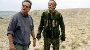 """Le cinéaste Terry Gilliam et l'acteur Jean Rochefort lors du premier tournage de """"L'homme qui tua Don Quichotte"""", en 2000. (QUIXOTE FILMS / LOW KEY PRODUCTI)"""