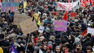 De nombreux professeurs ont participé à la manifestation contre la réforme des retraites à Paris, le 5 décembre 2019. (THOMAS SAMSON / AFP)
