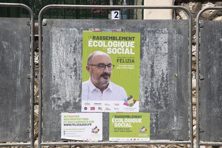 Une affiche de campagne du candidat du Rassemblement écologique et social aux régionales en Paca, Jean-Laurent Félizia, le 4 juin 2021, à Nice (Alpes-Maritimes). (SYSPEO/SIPA)