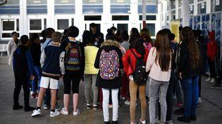 Des collégiens de retour sur les bancs de l'école lors d'une pré-rentrée le 28 août 2018. (ALEXANDRE MARCHI / MAXPPP)