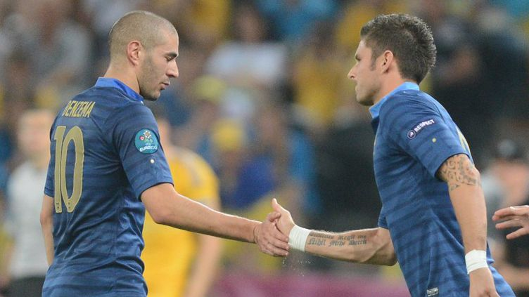 Olivier Giroud et Karim Benzema (PATRICK HERTZOG / AFP)