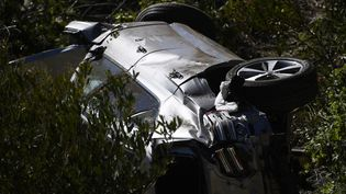 La voiture de Tiger Woods après l'accident  (PATRICK T. FALLON / AFP)