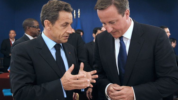 Le Président français Nicolas Sarkozy et le chef du gouvernement britannique David Cameron lors d'une réunion à l'Elysée, le 1er septembre 2011. (PATRICK KOVARIK/AFP)