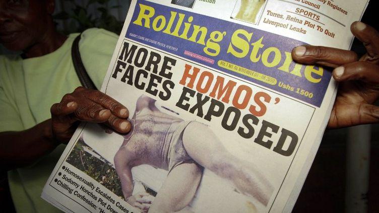 """Le 2 novembre 2010, à Kampala (Ouganda), le journal """"Rolling Stone"""" publie une liste détaillée d'homosexuels, avec leurs adresses,accompagné d'un appel à la violence. (MARC HOFER / AFP)"""