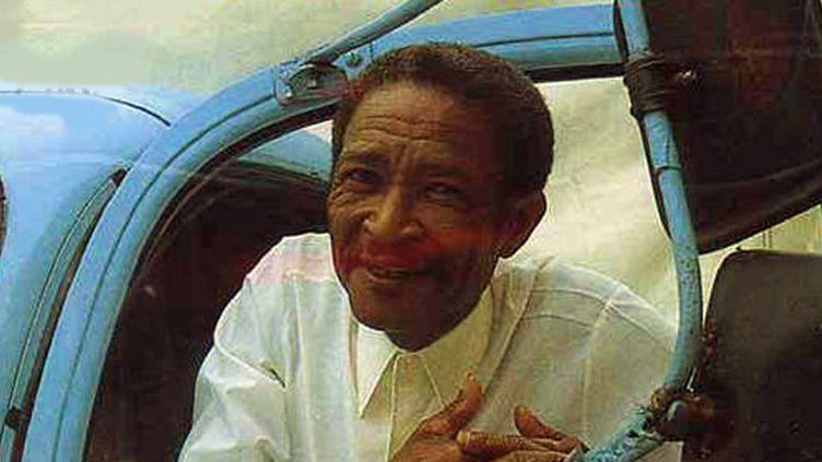 """Pierre Paul Grivalliers, Ti-Raoul, sur la pochette usée du disque """"Mi Bèlè-A"""" (détail)  (Audivis Ethnic / DR)"""