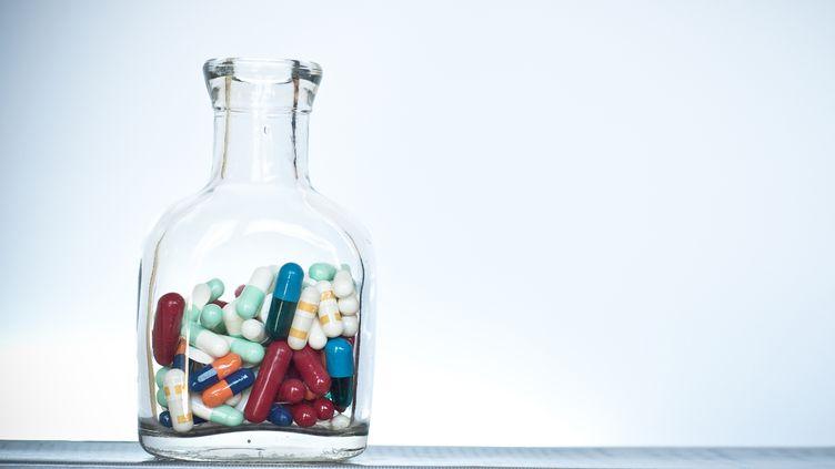 En 2013, les médicaments représentaient les principaux produits contrefaits saisis par les douanes françaises, avec plus de 1,3 million d'unités. (ANA GASSENT / FLICKR OPEN / GETTY IMAGES)