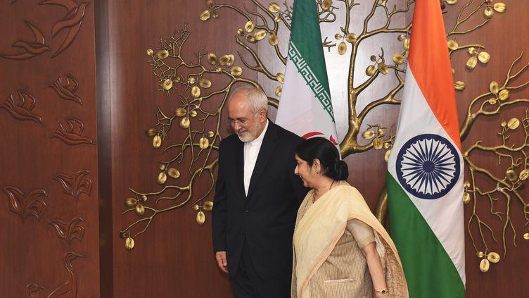 Mohammad Javad Zarif etSushma Swaraj (MONEY SHARMA / AFP)