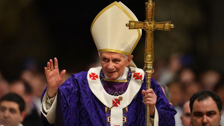 Le pape Benoît XVI a célébré sa dernière messe de son pontificat mercredi 13 février 2013, en la basilique Saint-Pierre, à l'occasion de l'ouverture du carême (GABRIEL BOUYS / AFP)