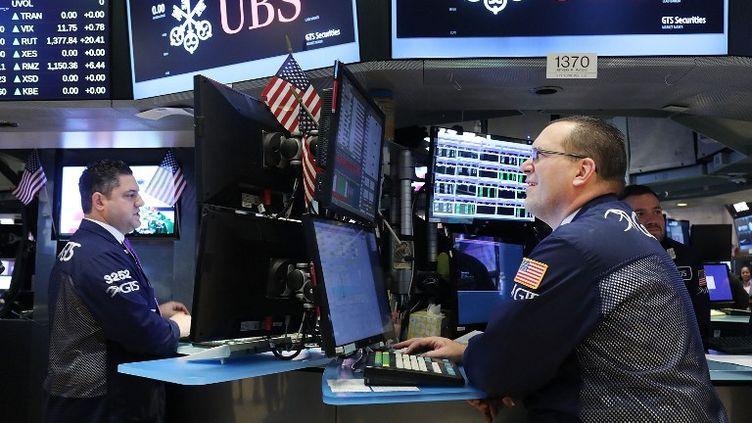 Le titre UBS à la bourse de New York (Etats-Unis), le 26 février 2017. (SPENCER PLATT / GETTY IMAGES NORTH AMERICA / AFP)