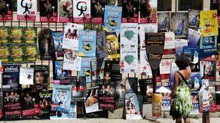 """Les affiches des spectacles du """"off"""" à Avignon (4 juillet 2018) (HIELY CYRIL / MAXPPP)"""
