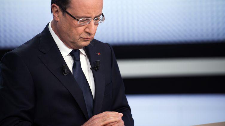 François Hollande sur le plateau de France 2, à Paris, le 28 mars 2013. (FRED DUFOUR / AFP)