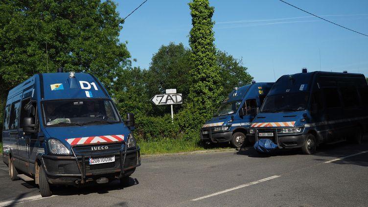 Véhicules de gendarmerie, Notre-Dame-des-Landes, 18 mai 2018. (GUILLAUME SOUVANT / AFP)