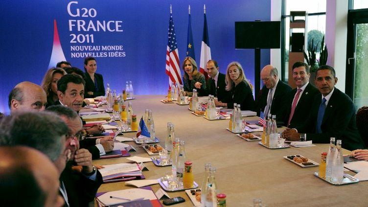 Le Président français Nicolas Sarkozy et son homologue américain Barack Obama, lors d'une réunion bilatérale en marge du G20 de Cannes (Alpes-maritime), le 3 novembre 2011. (LIONEL BONAVENTURE / POOL / AFP)