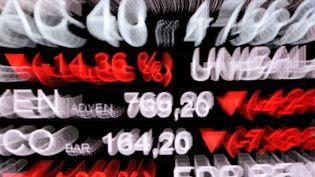 Des cotations de la Bourse de Paris, le 9 mars 2020. Photo d'illustration. (ERIC PIERMONT / AFP)
