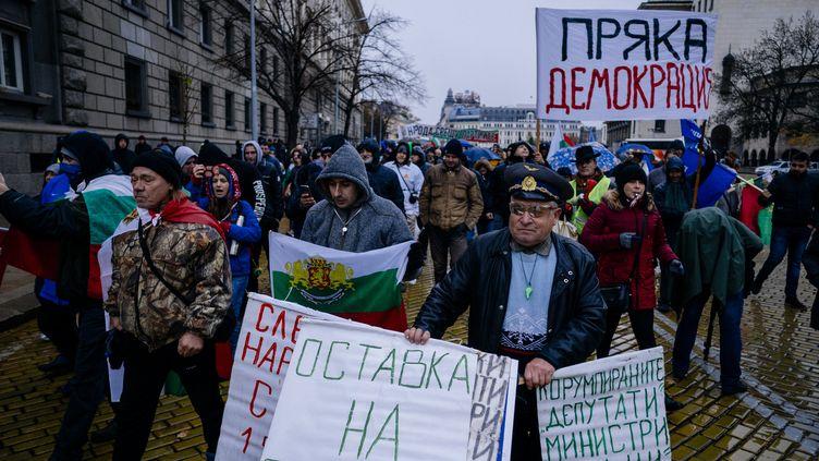 Manifestation contre la hausse du prix des carburants, à Sofia, en Bulgarie, le 18 novembre 2018 (DIMITAR DILKOFF / AFP)
