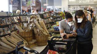 A Johannesburg, les supermarchés sont pris d'assaut depuis que l'épidémie de Covid-19 se répand enAfrique du Sud (photo du 16 mars 2020). (MICHELE SPATARI / AFP)