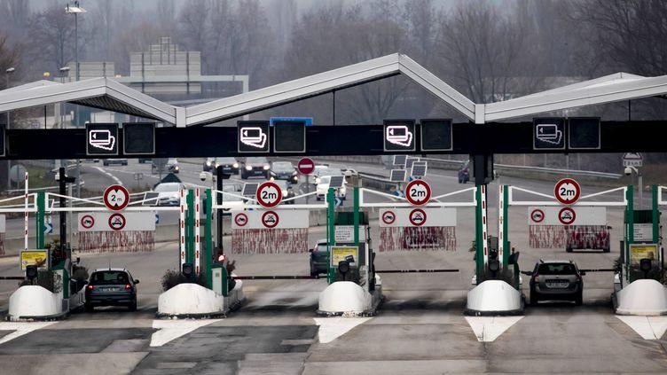 La barrière de péage deChignin (Savoie) sur l'autoroute A43, en décembre 2017. (VINCENT ISORE / MAXPPP)