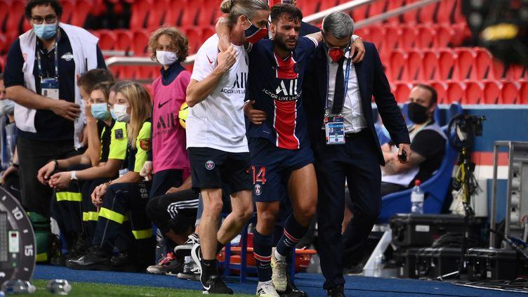 Juan Bernat est sorti sur blessure lors de PSG-FC Metz (FRANCK FIFE / AFP)