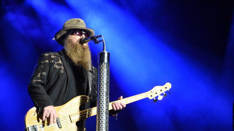 Dusty Hill lors d'un concert le 3 juillet 2016 aux Eurockéennes de Belfort. (SEBASTIEN BOZON / AFP)