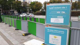 De nombreuses stations Vélib sont toujours en travaux, à quelques jours de la mise en service. (EMILIE DEFAY / rADIO FRANCE)