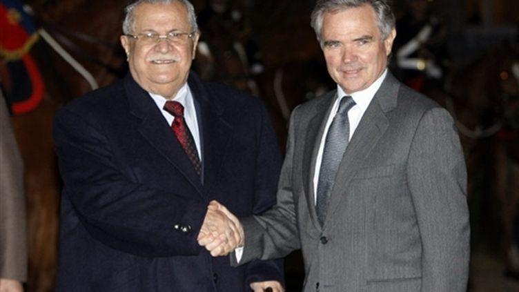 Le président irakien Jalal Talabani et le président de l'Assemblée nationale Bernard Accoyer (AFP/CHRISTOPHE ENA)