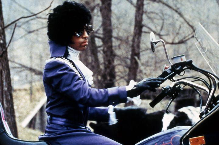 Le chanteur Prince, dans le film Purple Rain, en 1984. (AMERICAN PICTORIAL / MAXPPP)