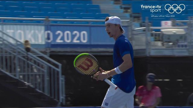Ugo Humbert glue back!  The French pocketed the second round and came back up to Stefanos Tsitsipas.  A crazy tie break mastered by the Mosellan, while his opponent suffers from the ankle.