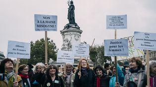 """Rassemblement """"#MeToo dans la vraie vie"""", à Paris, le 29 octobre 2017. (DENIS MEYER / HANS LUCAS / AFP)"""