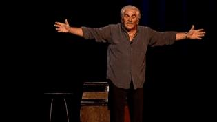 """Serge Papagalli dans son show anti crise """"Morceaux de choix, Florilèges""""  (France3 / Culturebox)"""
