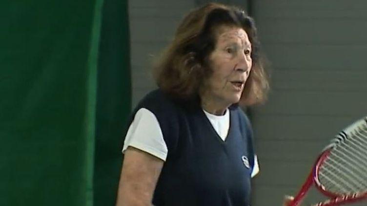 Hélène Salvetat, joueuse de tennis dans un reportage de France 2 à l'âge de 95 ans. (CAPTURE ECRAN FRANCE 2)
