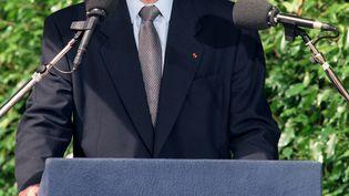 Jacques Chirac prononçant le16 juillet 1995 un discours lors des cérémonies commémoratives de la rafle du Vel d'Hiv le 16 juillet 1942. (JACK GUEZ / AFP)