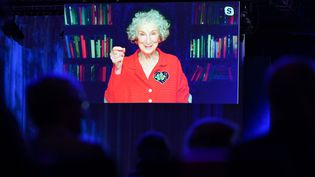 LA romancière canadienne Margaret Atwood en live pendant la cérémonie d'ouverture de la foire du livre de Francfort, 19 octobre 2021 (ARNE DEDERT / DPA)