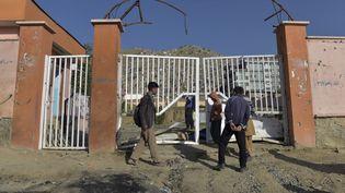 Une école de Kaboul (Afghanistan), où 50 personnes sont mortes dans un attentat, le 9 mai 2021. (WAKIL KOHSAR / AFP)