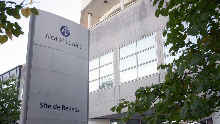 L'usine d'Alcatel de Rennes (Ille-et-Vilaine), le 8 octobre 2013. (DAMIEN MEYER / AFP)