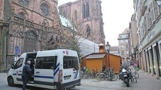 Le marché de Noël de Strasbourg, à proximité de la cathédrale, le 24 novembre 2016. (MAXPPP)