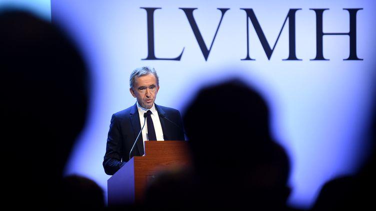 Bernard Arnault, le patron de LVMH, présente les résultats 2019 de son groupe, à Paris, le 28 janvier 2019. (ERIC PIERMONT / AFP)