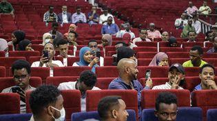 Une séance de cinéma à Mogadiscio (Somalie), le 22 septembre 2021. (ABDIRAHMAN YUSUF / AFP)