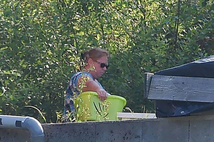 Murielle Bolle le 21 juin 2017 dans son jardin, à Granges-sur-Vologne (Vosges). (PATRICK HERTZOG / AFP)