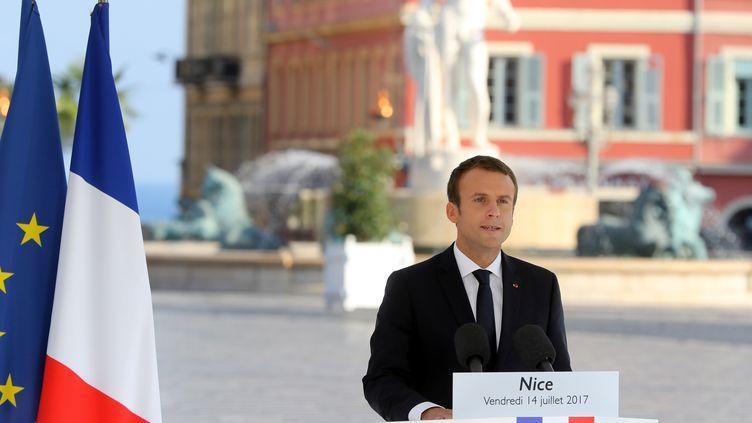 Emmanuel Macron s'exprime lors de la cérémonie d'hommage aux victimes de l'attentat à Nice, vendredi 14 juillet 2017. (VALERY HACHE / AFP)