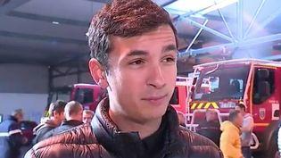 Nicolas, pompier blessé lors d'une embuscade à Ajaccio (Corse-du-Sud), témoigne face à la caméra de France 3, le 28 décembre 2015. (FRANCE 3)
