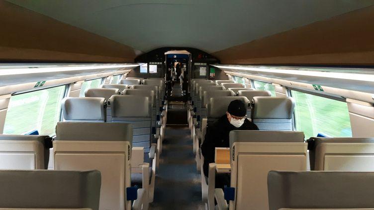 Un wagon de TGV presque vide. Photo d'illustration. (BENJAMIN ILLY / FRANCE-INFO)