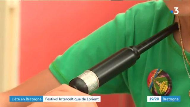 Jeune musicien au festival interceltique de Lorient