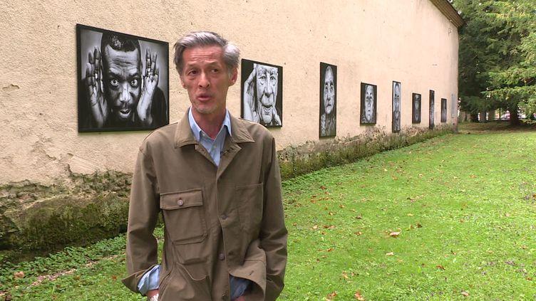 Douze portraits, douze histoires dont chacune fait écho àcelle du photographe Charles Rostan. (France 3 Auvergne)