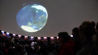 Le planétarium de Pleumeur-Bodou(Côtes-d'Armor) proposait au public de regarder une retransmission de l'éclipse solaire, vendredi 20 mars, le temps étant trop couvert pour la voir dans le ciel. (MAXPPP)