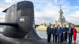Le président français Emmanuel Macron et l'ancien Premier ministre australien Malcolm Turnbull sur le pont d'un sous-marin exploité par la Royal Australian Navy, le 2 Mai 2018. (BRENDAN ESPOSITO / POOL)