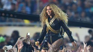 Beyoncé dans son spectacle lors de la finale du Super-Bowl le 7 février 2016.  (SIPANY/SIPA)